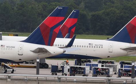 how delta caused emirates a 6 hour delay in seattle points miles delta air lines cancels 300 flights due to technical