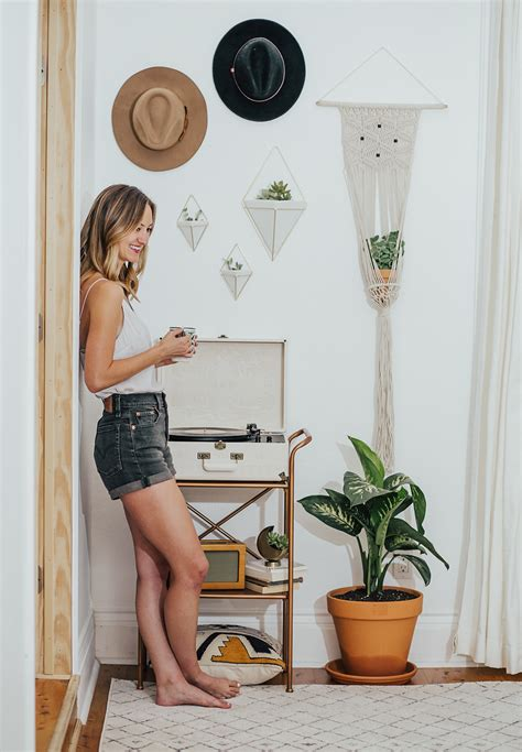 wedgie chat room record player nook livvyland fashion and style