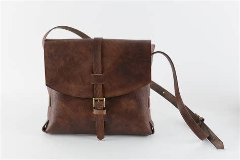 Signature Wilbury Messenger Bag by Signature Messenger Bag Ilundi Shop