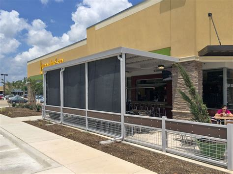 patio enclosures for restaurants and bars that roll up
