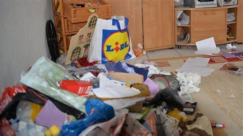 Wohnung Vermieten Köln by Vermieter Schockiert Frau Hinterl 228 Sst Wohnung Im