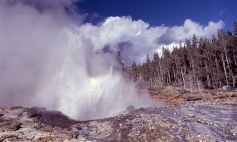 steamboat geyser webcam steamboat geyser yellowstone national park alltrips