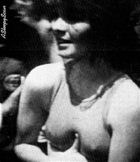Valeri bertanelli nude 15