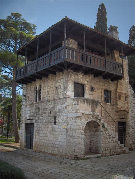 100 Floors 10th Floor - romanesque building in croatia photorator