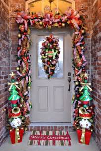 38 stunning christmas front door d 233 cor ideas digsdigs ideas for interior decoration of home christmas decor for