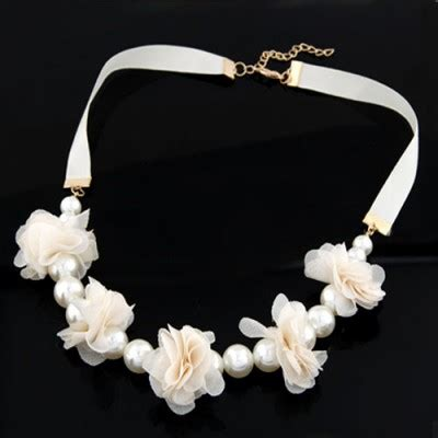 0203d1 Kalung Korea Choker Decorated choker white sweet flower pearl decorated pearl bib necklaces asujewelry