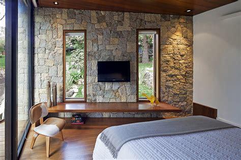 da letto con parete in pietra foto parete in pietra da letto di marilisa dones