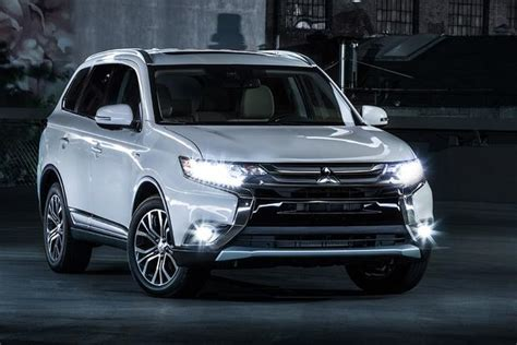 2017 Mitsubishi Outlander: New Car Review   Autotrader