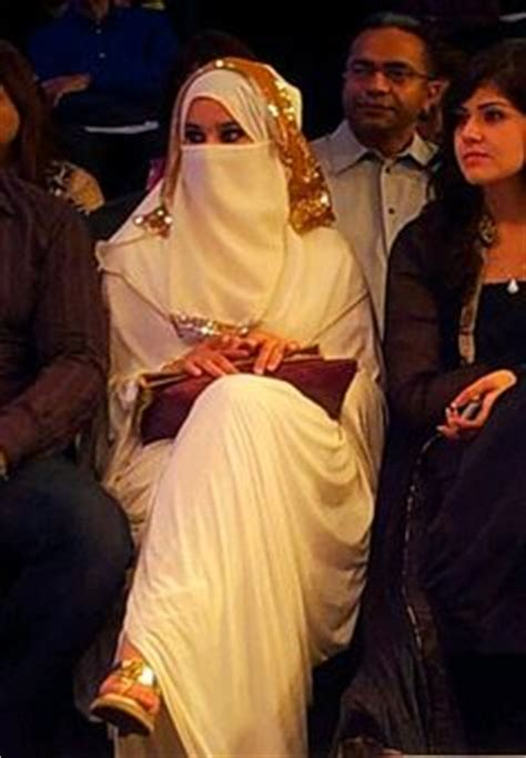 Set Maxi Arabic Marun lamah soft crepe niqab set niqab 100x100 cms