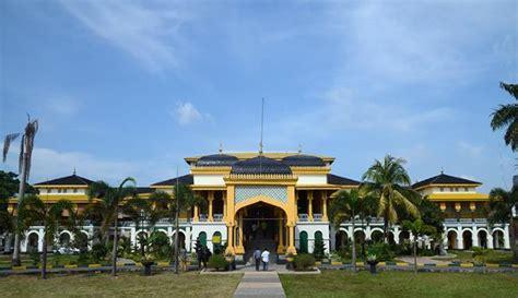 Lu Sorot Di Medan jadi raja dan ratu sehari di istana maimun