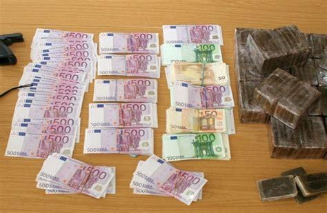 santander bank rüsselsheim pol da r 252 sselsheim raunheim diebstahl unter drogenh 228 ndlern durchsuchungen 16