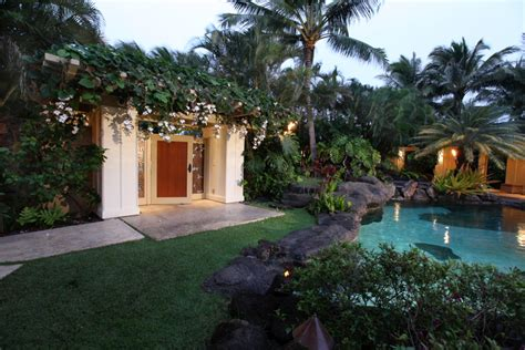 obama hawaii vacation house barack obama s hawaiian beachfront vacation getaway