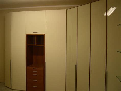 armadio con cabina spogliatoio armadio angolare con cabina armadi a prezzi scontati