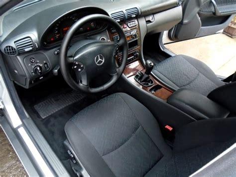 prodotti per pulire tappezzeria auto pulire sedili auto in tessuto
