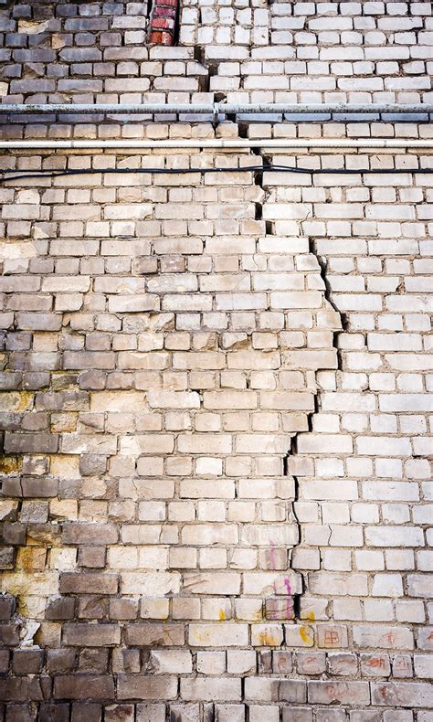 tapisserie brique tapisserie brique dco chambre brique aixen