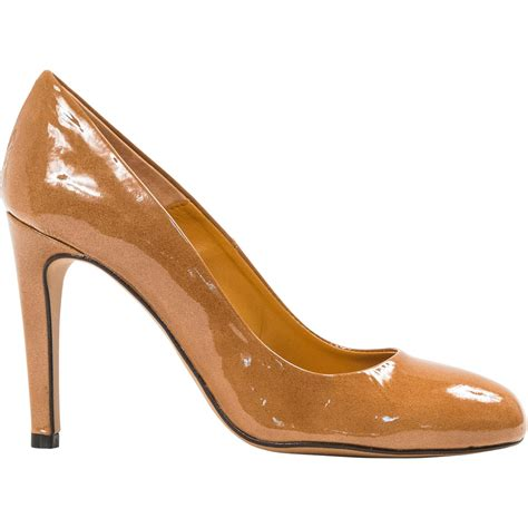 verna light brown patent leather toe classic pumps