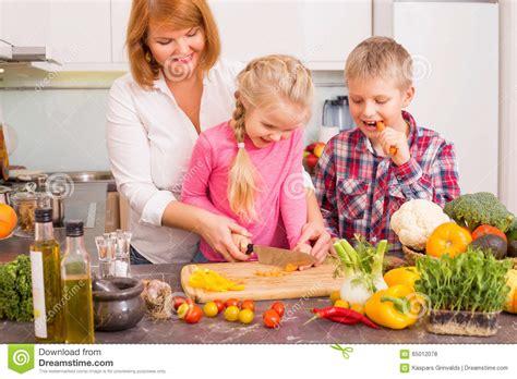 mama y hijo cojen padre hija cogen padre hija cogen padre coje con hija y la