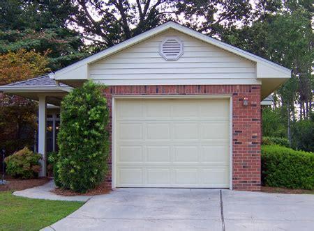 gemauerte garagen garage selber bauen oder eine fertiggarage im garten