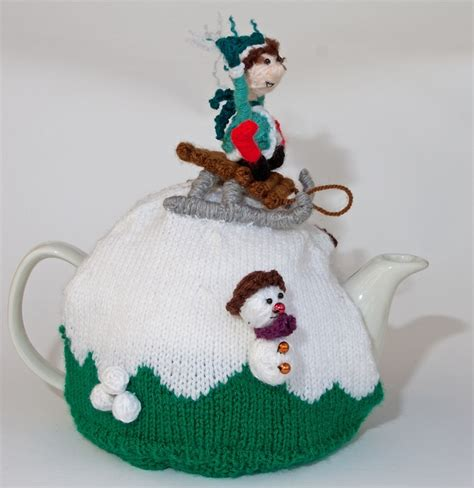 christmas knitted cozy 1561 best knitted tea cosies images on knit crochet knitting stitches and tea cozy