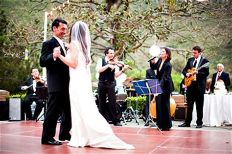 Wedding DJ vs. Live Wedding Band   Cardinal Bridal