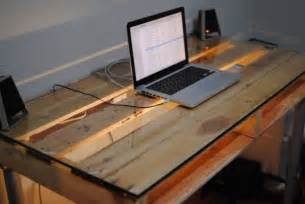 Diy Glass Top Desk 19 Diy Pallet Desks A Way To Save Money And To Customize Your Home Office