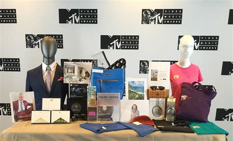 Whats In The Mtv Awards Goodie Bags by Ratings 2016 Mtv Vma Preshow Viewership Drops By 33