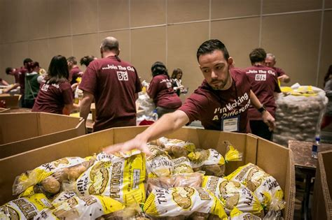 Team Food Pantry by Bj S Charitable Foundation Donates 1 Million To Feeding