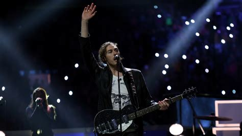hozier work song live in glasgow 16 11 14 hozier shares excitement in joining the 2015 we day