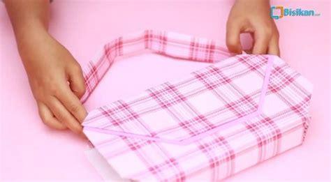 tutorial membungkus kado dari kertas kado cara membungkus kado bentuk tas