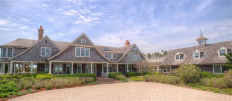 htons beach house interior design something s gotta give house something s gotta give house willow interiors