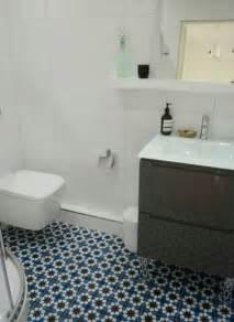 charming Carreaux Ciment Salle De Bain #1: salle-de-bain-carreaux-de-ciment-bleu-motif-mosaique.jpg
