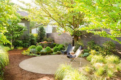 ideas de jardines ideas para dise 241 ar jardines sombr 237 os el blog del decorador