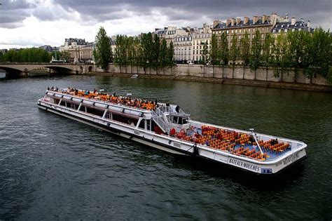 boat ride on the seine boat trip on river seine practical information photos