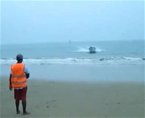 crash boat gif irti funny gif 6824 tags boat crashing beach flip crash