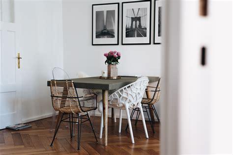 betontisch wohnzimmer interior essecke modern gestalten mit betontisch stuhl mix