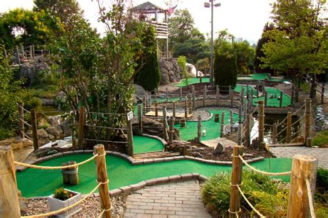 backyard miniature golf mini golf fun stuff pinterest