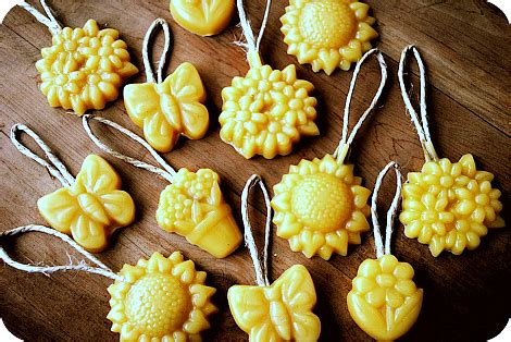 chrustmas tree smells musty diy projects made with beeswax