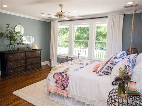 Joanna Gaines Bedroom Decorating Ideas by Photos Hgtv S Fixer With Chip And Joanna Gaines Hgtv