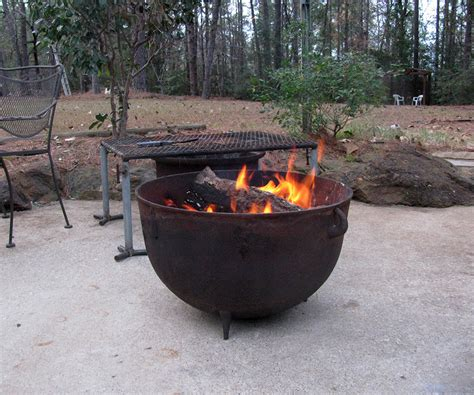 35 Metal Fire Pit Designs And Outdoor Setting Ideas Cast Iron Firepit