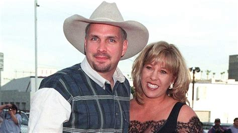 did sandy brooks die sandy and garth brooks divorce pictures to pin on