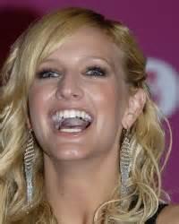 Ashlee Simpson  Celebrity Tongue Picture 0003