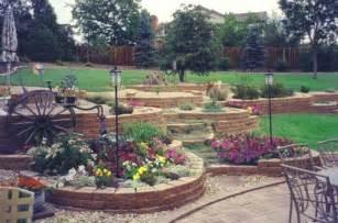 triyae com terraced backyard landscaping design