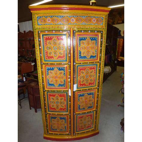 armoire textile armoire portes bomb 233 es carr 233 s peints meubles coloniaux et