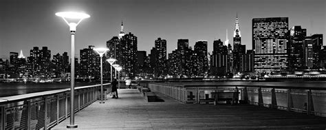 nyc skyline from gantry state park at black and