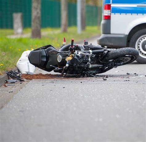 18 J Hriger Motorradunfall by Sachsen Motorrad Rast In Kutsche Fahrer Und Pferde