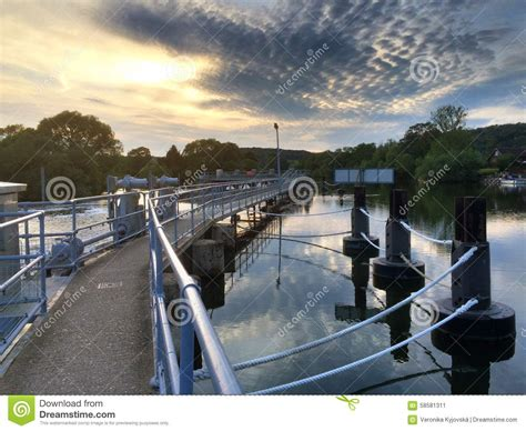 thames lock reading river thames stock photo image 58581311