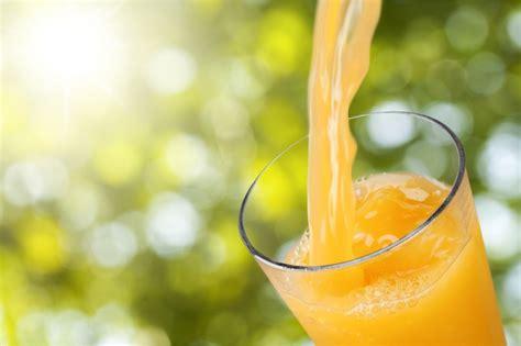 elakkan  minuman  ketika berbuka puasa sahur