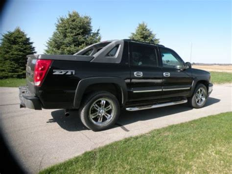 find used 2005 black chevrolet avalanche 1500 z71 crew cab pickup 4 door 5 3l one owner in