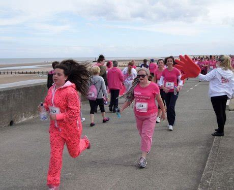 martine mccutcheon rhyl race for life rhyl cheer station 2 pictures heart