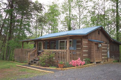 Pigeon Forge Cabins Pet Friendly by Fly Away 1 Br Cabin Pet Friendly Cabins In Pigeon Forge